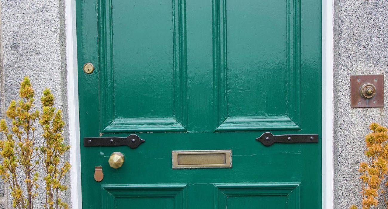 mock-door-hinges-fern-villa